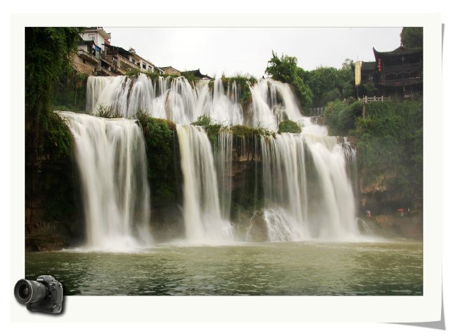 湖南芙蓉镇 上 雨中观瀑