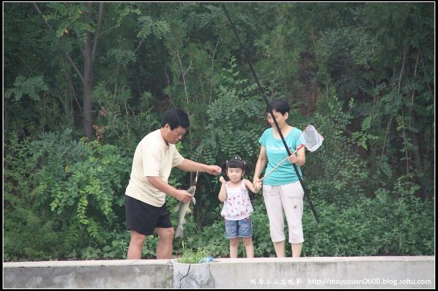 一家人钓鱼简笔画
