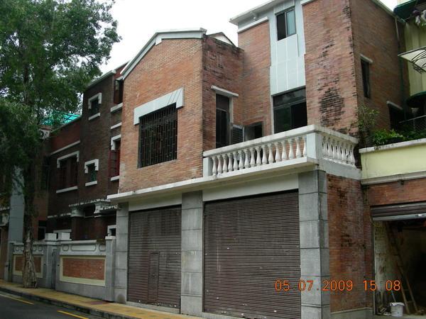 在新河浦,龟岗一带,这些高高低低的复式小别墅就有600多栋,是广州现存图片