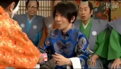 """刘谦给日本""""天皇""""下跪-揭秘刘谦跪拜日本 天皇 的真实内幕 组图图片"""