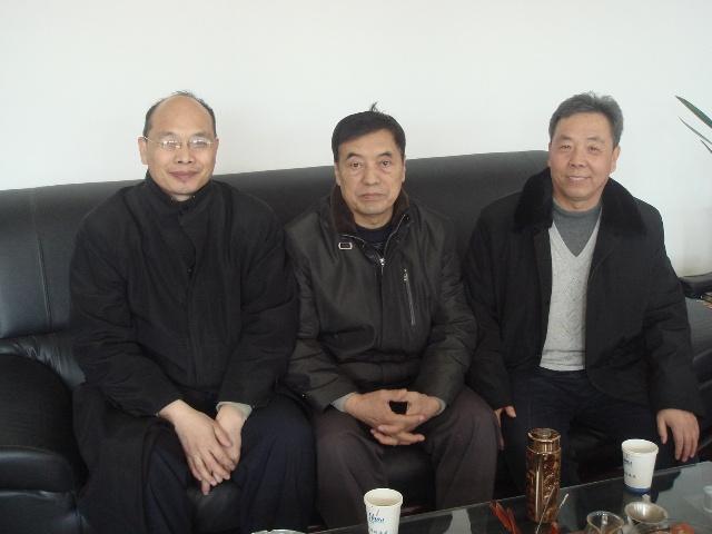 左起:赵喜亮 张全亮 关振军 莫玉忠 刘建波  二排左起:赵喜福  肖建军 ...
